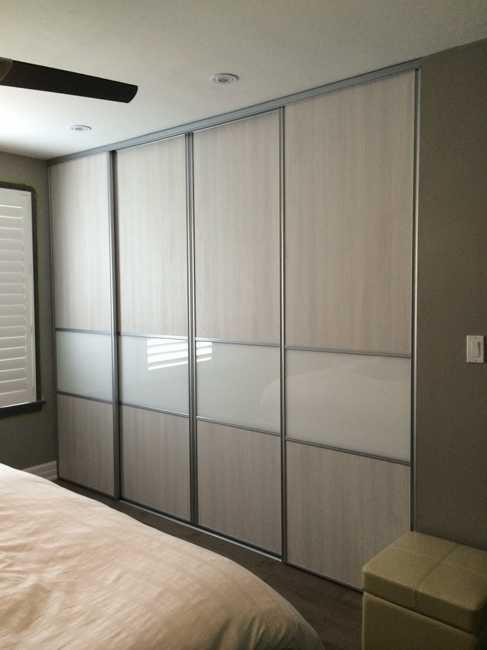 Sliding doors komandor for Back painted glass designs for wardrobe
